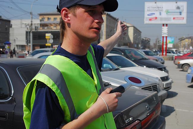 Парковщикам Киева запретили брать деньги у водителей
