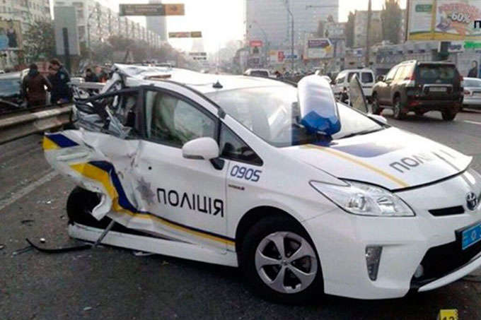 Сколько и в каких городах повреждено автомобилей патрульной полиции