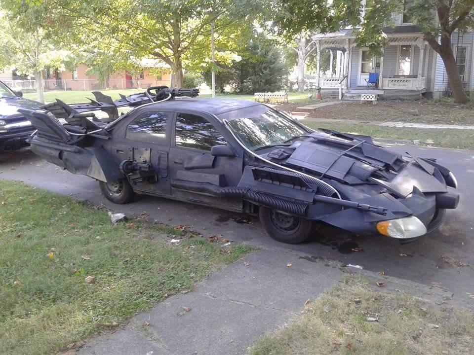 Владелец Toyota Camry превратил ее в жуткий бэтмобиль