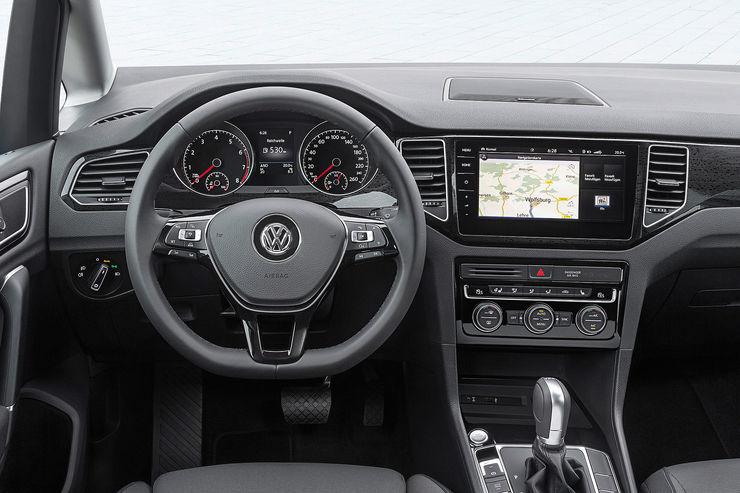 VW Golf Sportsvan 2018: первые фото обновленного минивэна