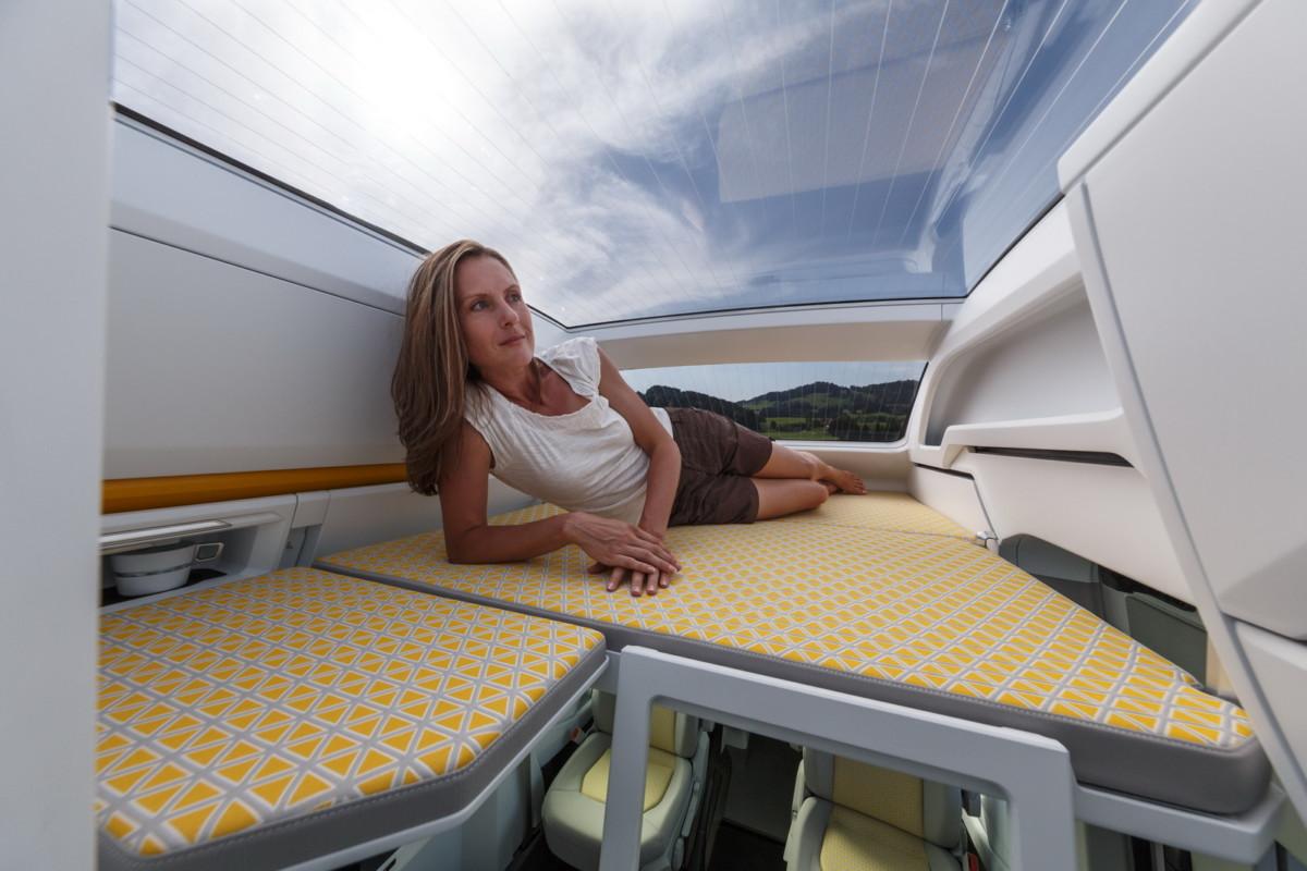 Volkswagen представил автодом с панорамной крышей и пневмоподвеской