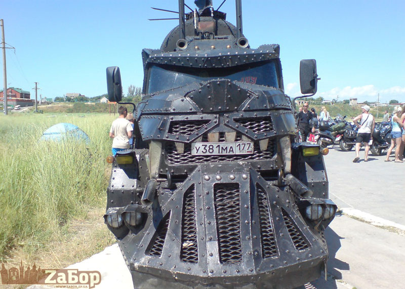 Байкеры заехали в Украину на самом страшном грузовике