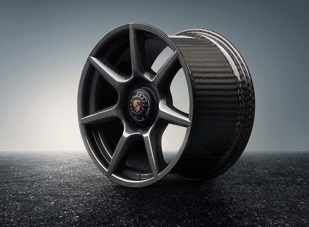 Porsche 911 Turbo получил колесные диски из чистого карбона