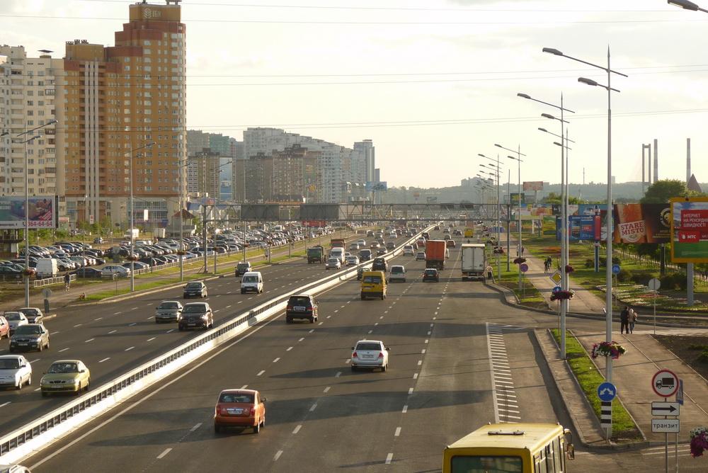 В Украине хотят уменьшить ширину полос движения в городах
