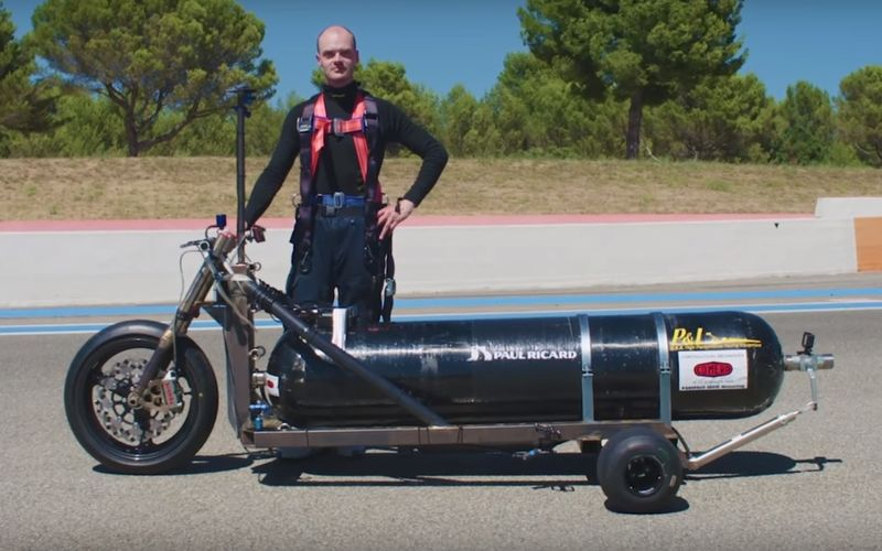 На чем можно разогнаться до 100 км/ч за 0,5 секунды (видео)