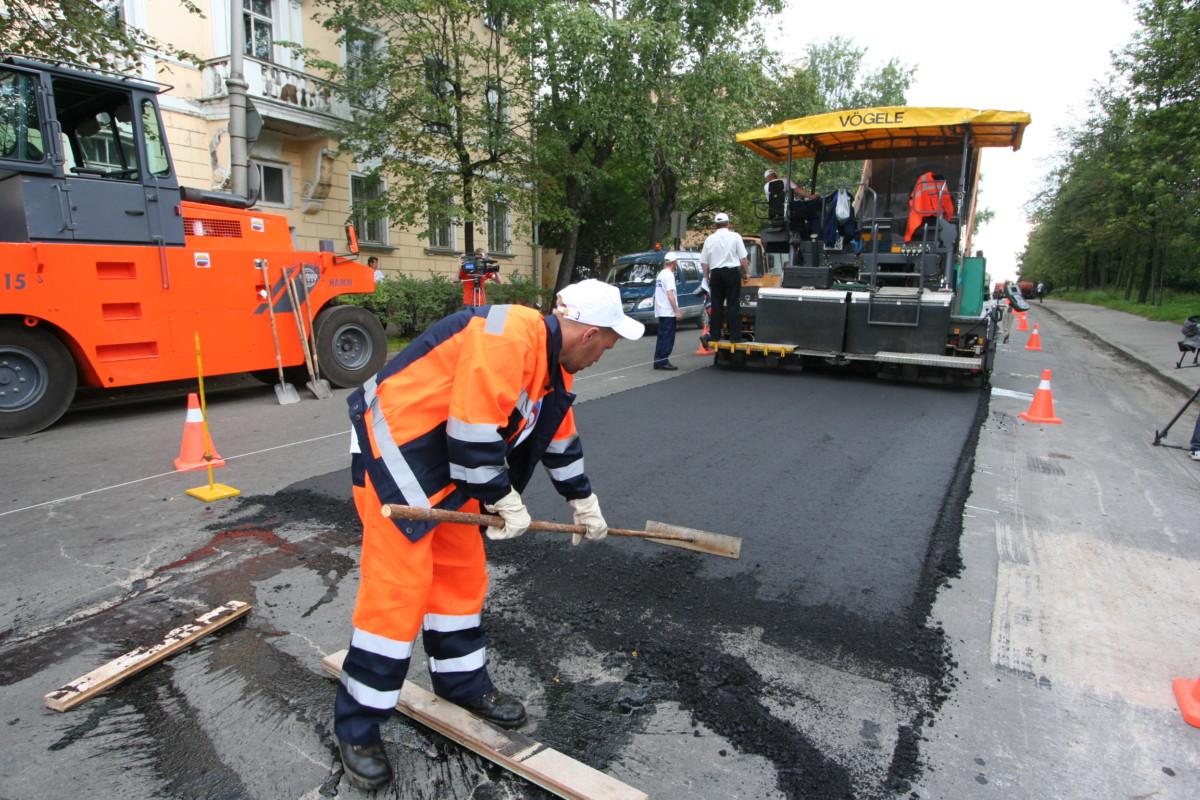 Конфискованные у коррупционеров деньги направят на ремонт дорог