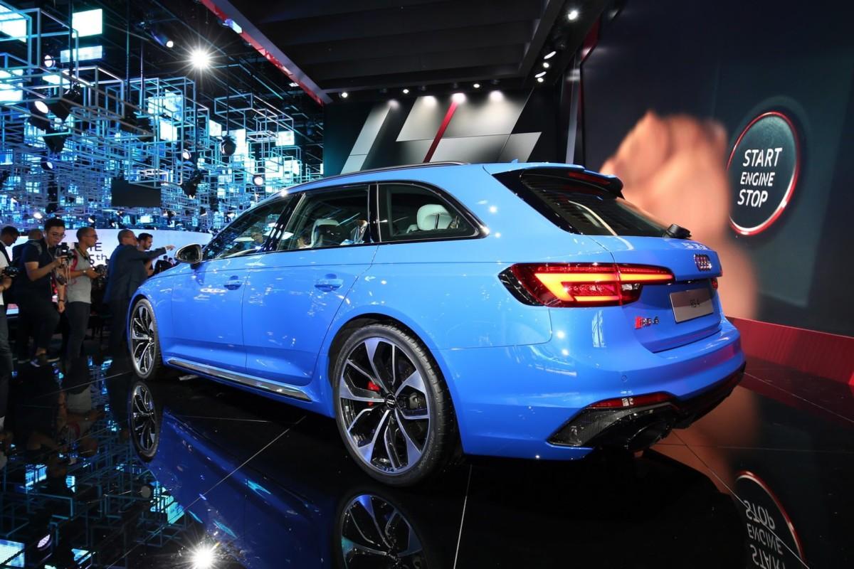 Заряженный универсал Audi RS4 2018 дебютировал во Франкфурте