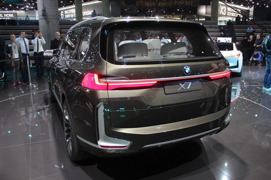 BMW X7 iPerformance: каким будет большой кроссовер БМВ