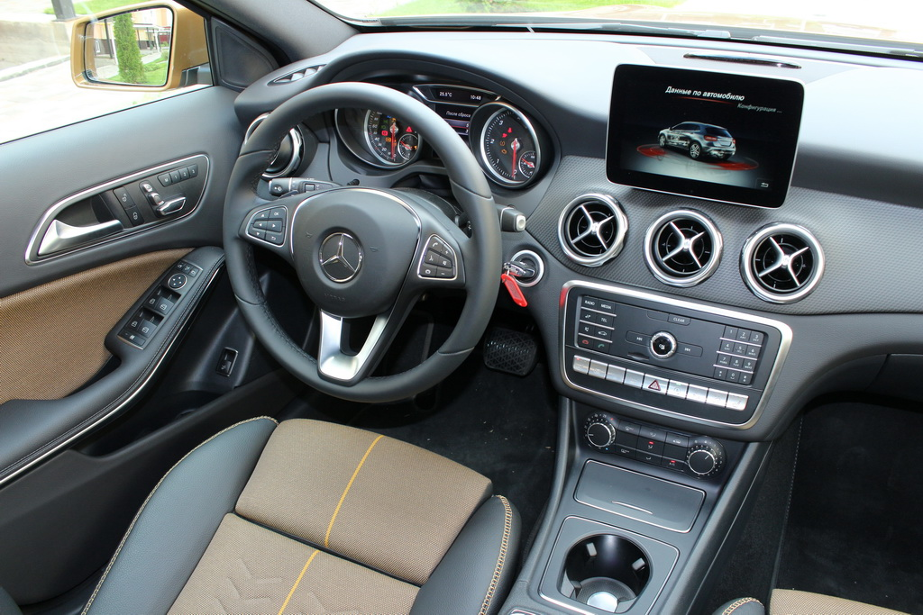 Салон Mercedes-Benz GLA 2017