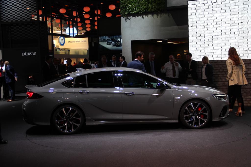 Самая быстрая Opel Insignia представлена официально