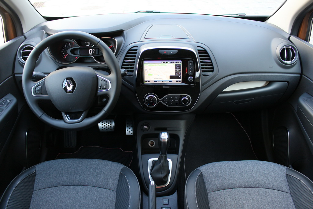 Интерьер Renault Captur 2017