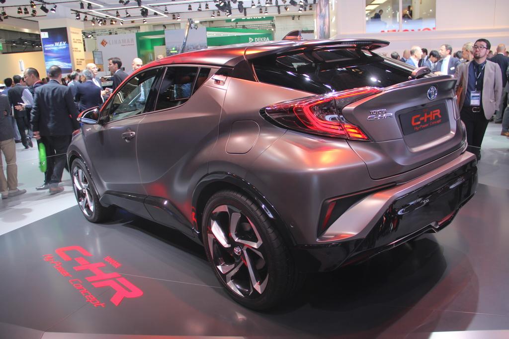Toyota показала во Франкфурте заряженный гибридный кроссовер