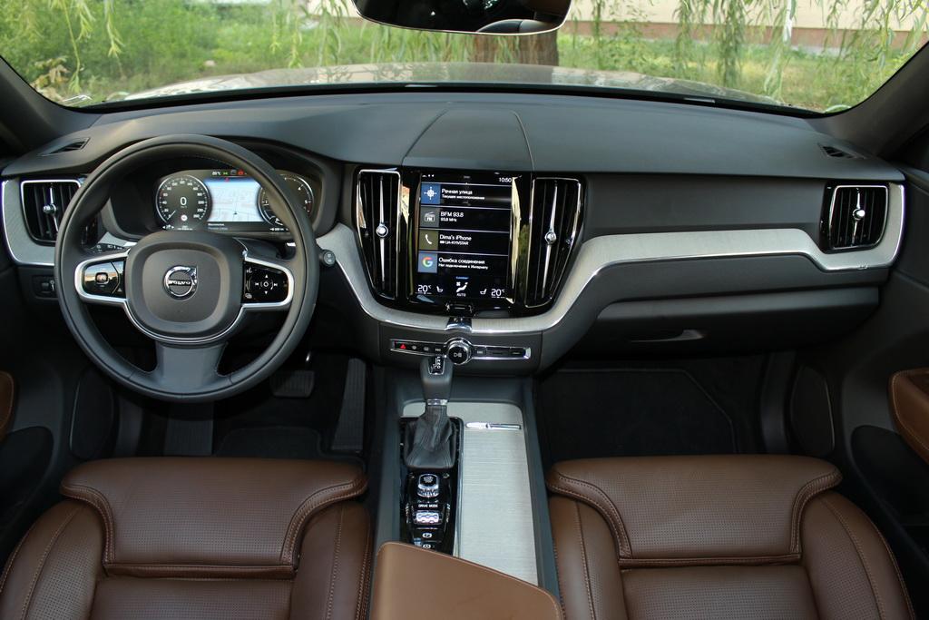 Салон Volvo XC60 2017