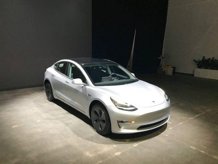 Tesla Model 3 спробегом оценили в 4  раза дороже свежей