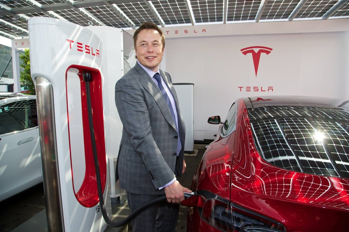 На каких авто ездит Илон Маск