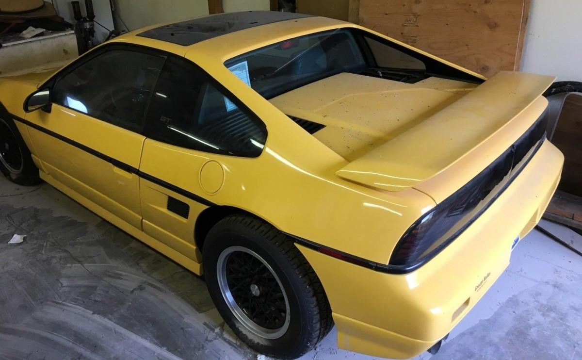 Редкий спорткар Pontiac 30 лет простоял в гараже