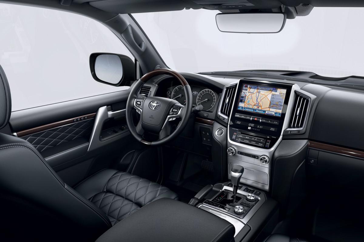 Toyota Land Cruiser 200 получила новую топовую версию