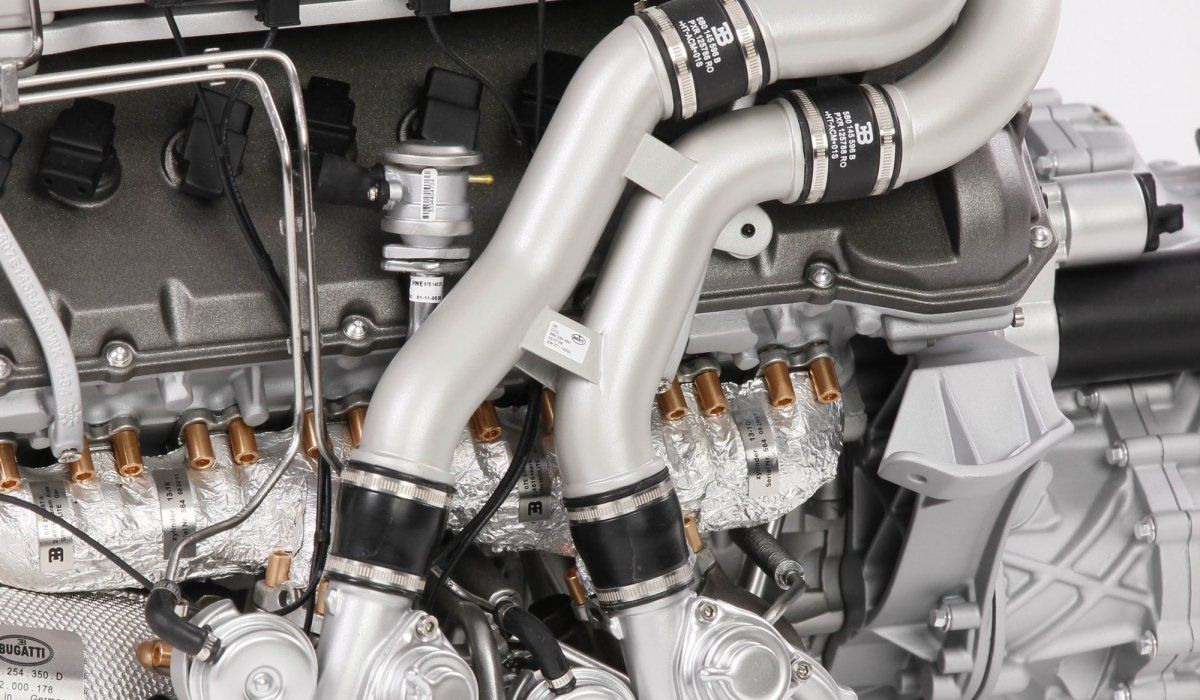 Уменьшенную вчетверо копию мотора Бугатти Chiron оценили в10 000 долларов