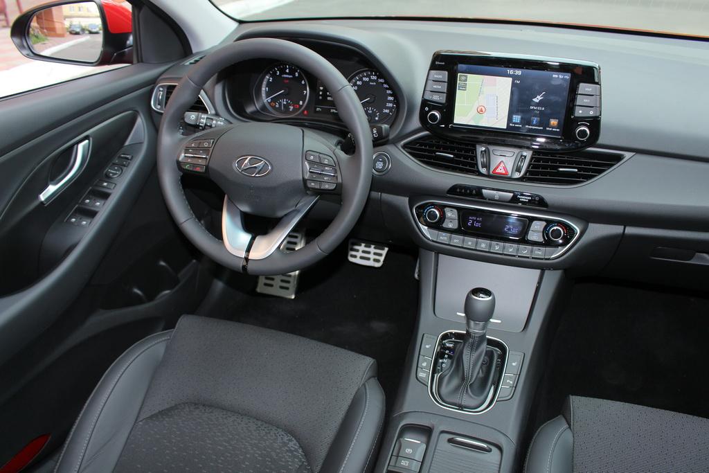 Салон Hyundai i30 2017