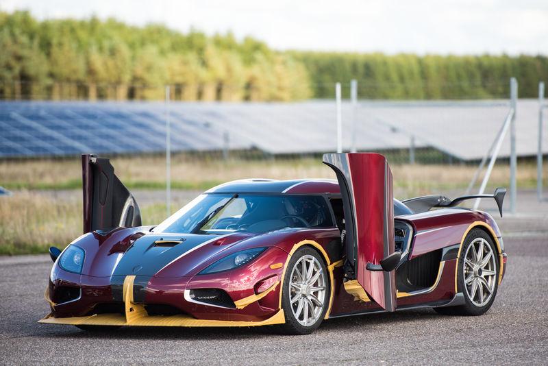 Шведский гиперкар Koenigsegg оказался быстрее Bugatti Chiron