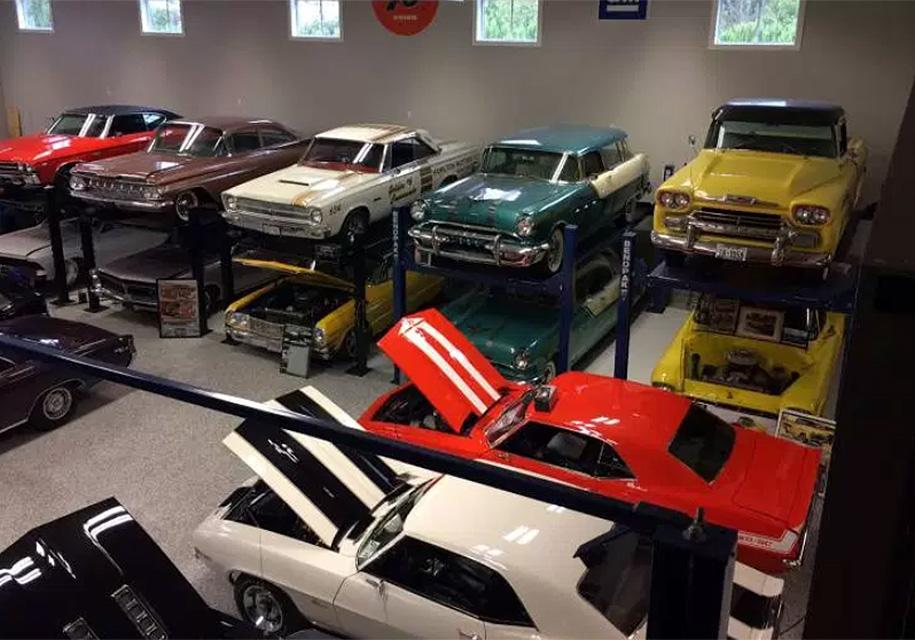 Коллекция редких авто сгорела дотла за считанные минуты