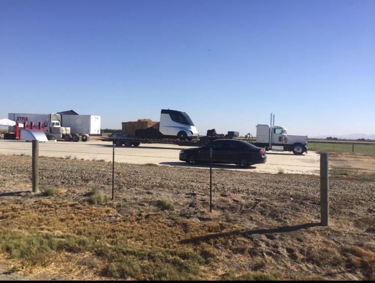 Первый грузовик Tesla представят в прямом эфире