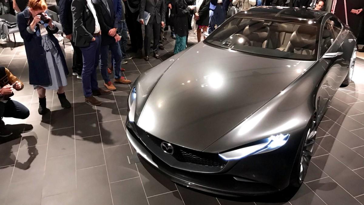 Mazda представила в Токио стильное четырехдверное купе