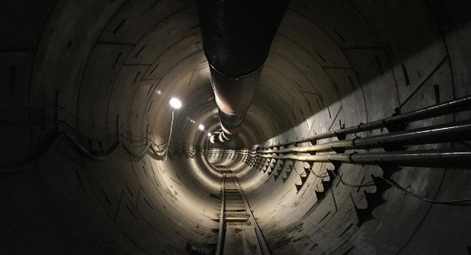 Илон Маск показал первый скоростной подземный тоннель для авто