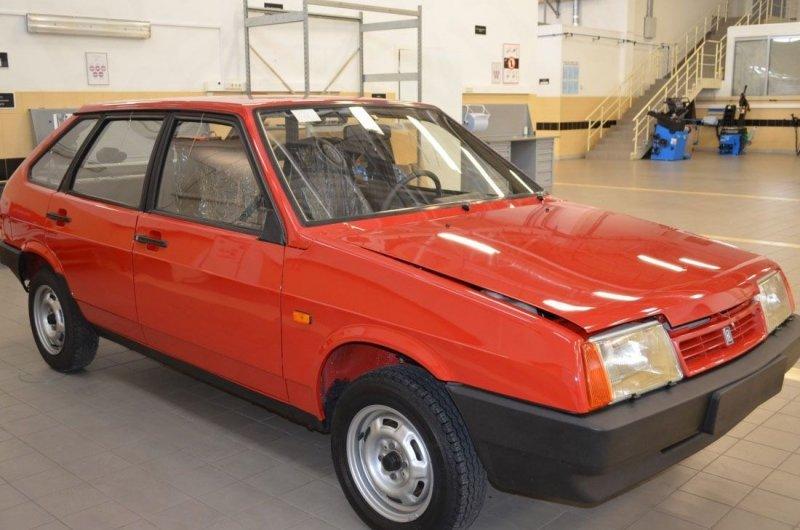 Старые ВАЗ и ГАЗ продают по цене новых седанов премиум-класса