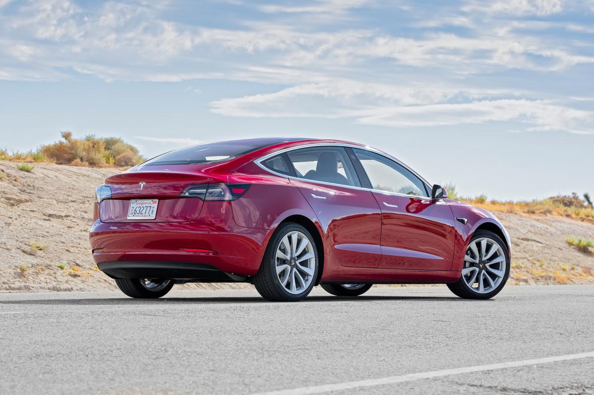 Tesla Model 3 в Украине