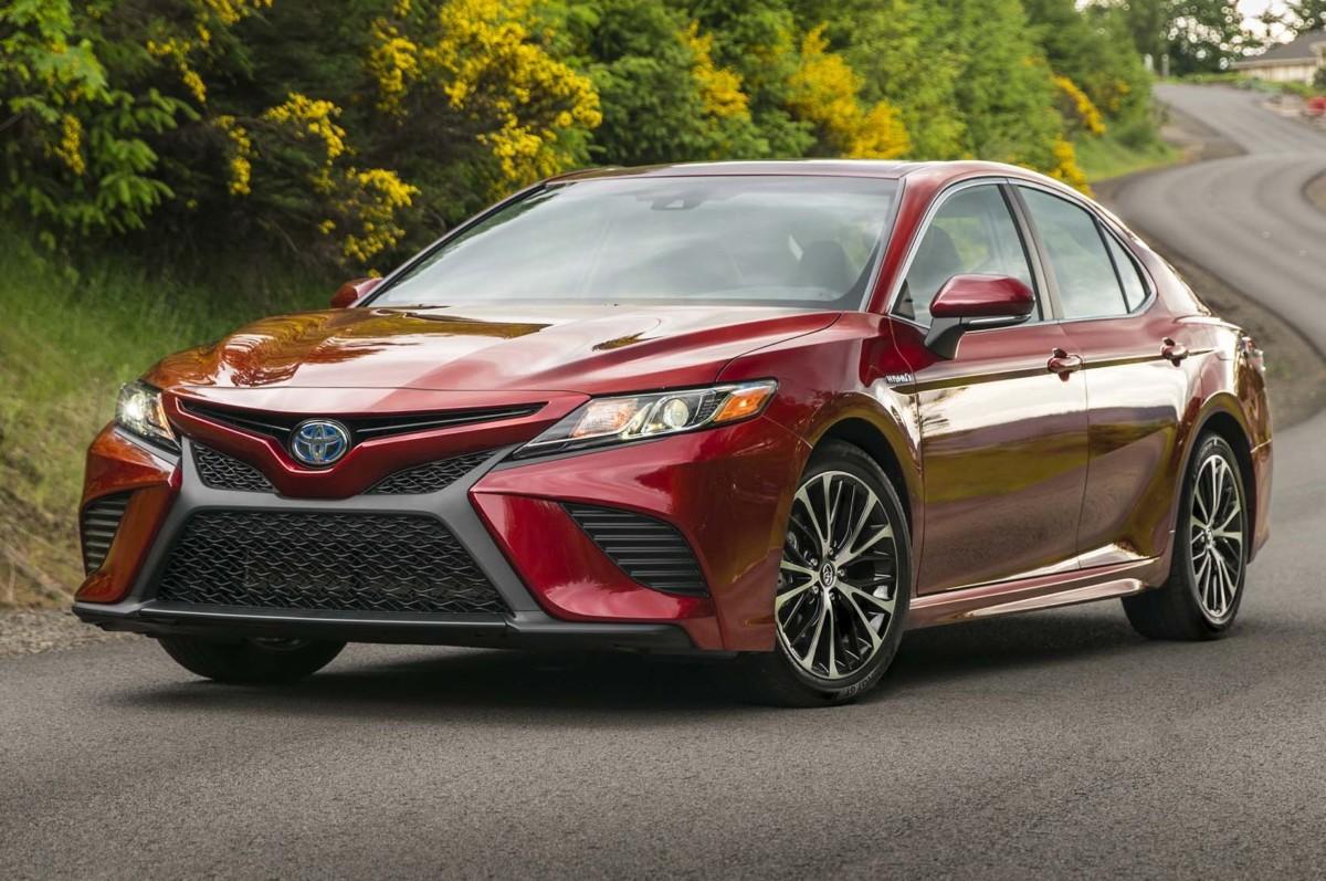 Новая Toyota Camry 2018 в спортивном исполнении - Автоцентр.ua