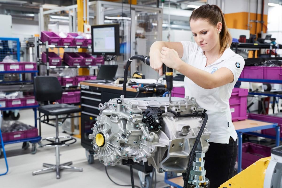 Электромобили BMW получат запас хода больше, чем у Теслы