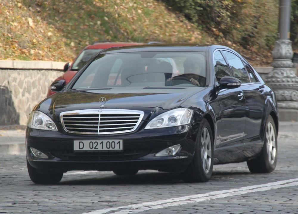 Президент предложил бесплатную растаможку авто в Украине