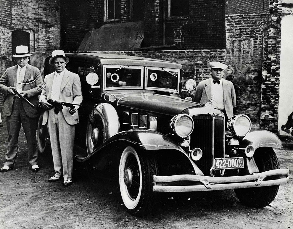 an introduction to the history of gangsters and lawmen of the 1930s