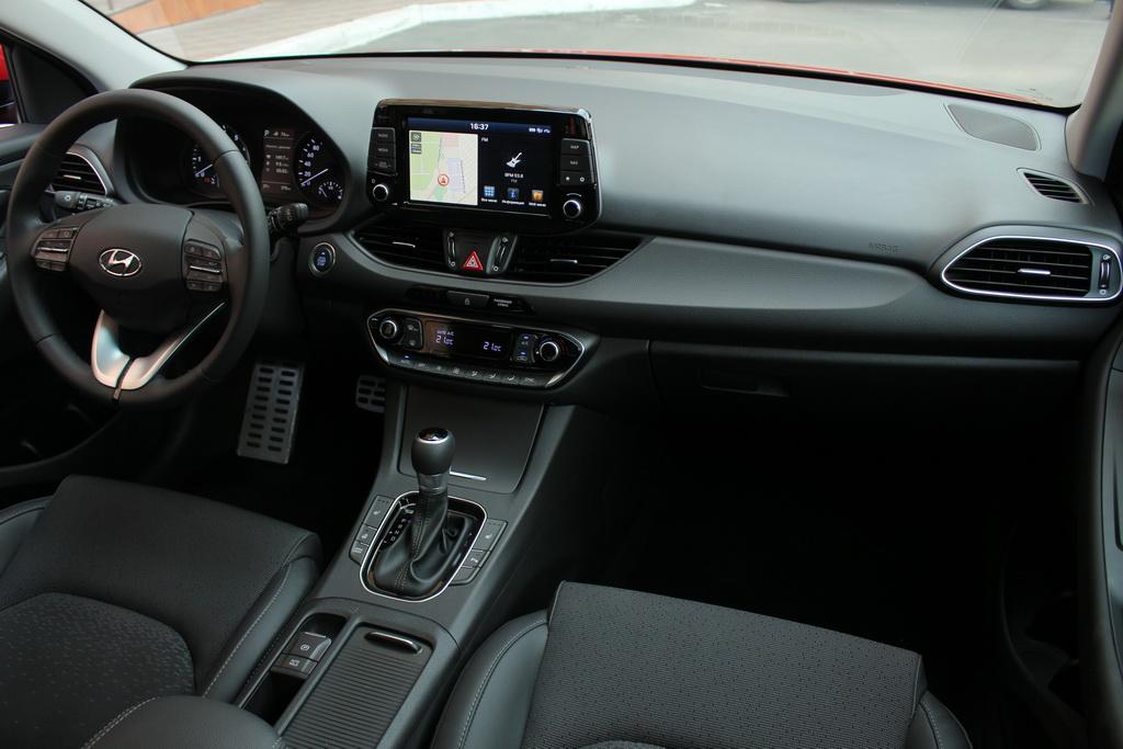 Интерьер Hyundai i30 2017