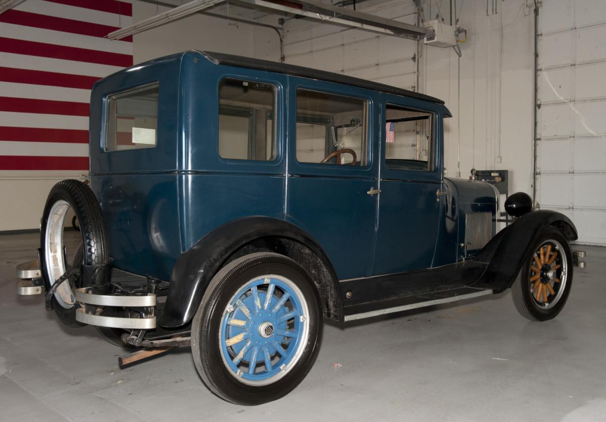 Автомобиль Studebaker Commander 1933