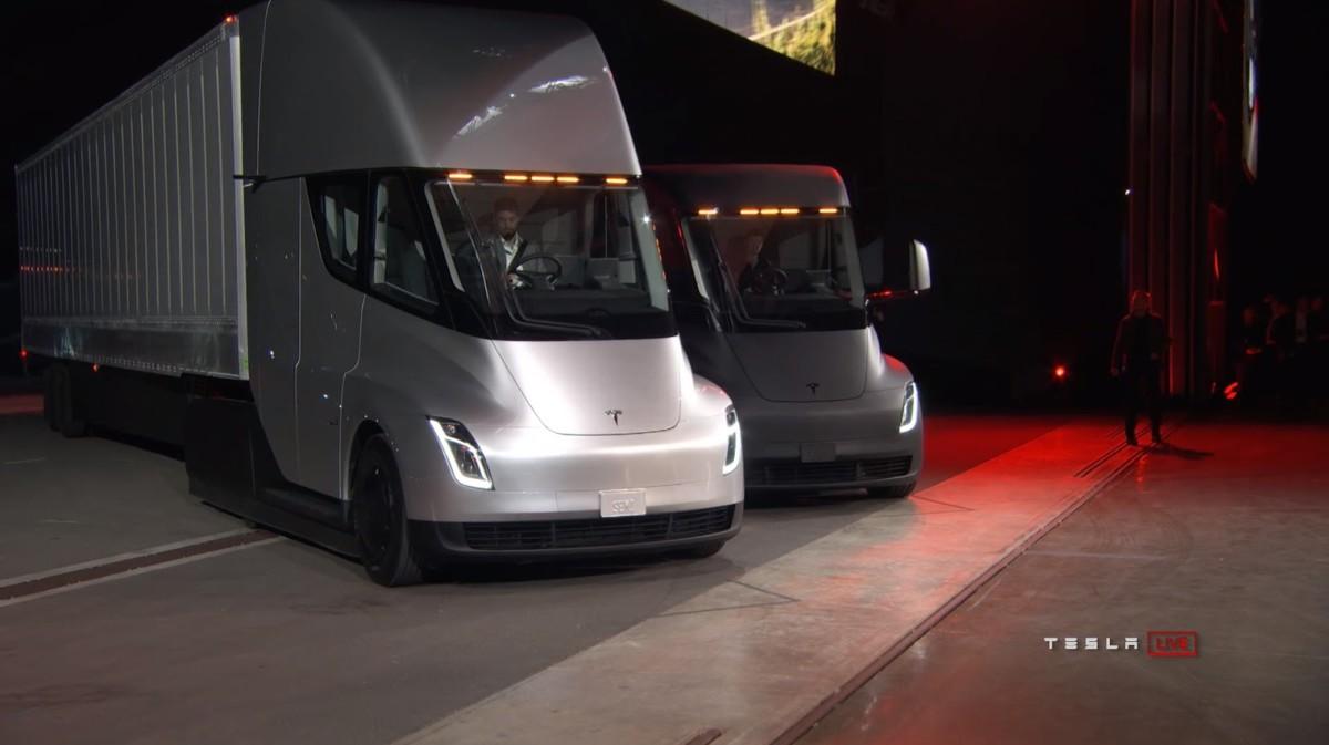 Американские компании начали заказывать Tesla Semi