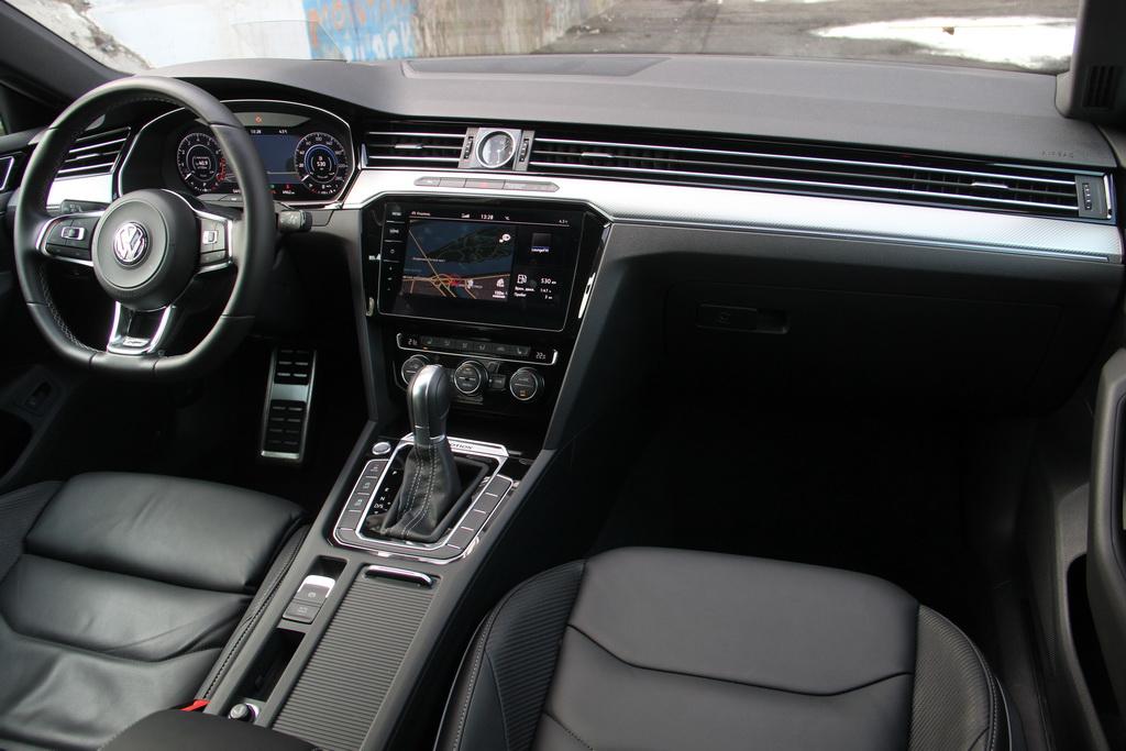 Интерьер Volkswagen Arteon 2017