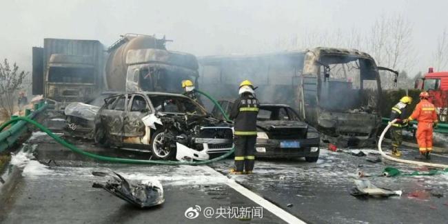 В ДТП столкнулись сразу три десятка автомобилей
