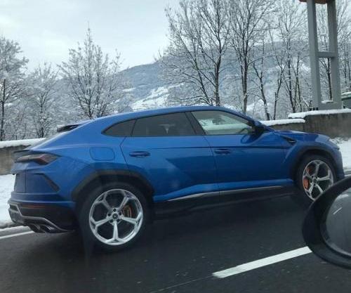 Кроссовер Lamborghini Urus впервые заметили на дорогах