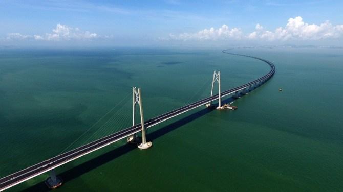 Самый большой мост в мире запустили в эксплуатацию (видео)