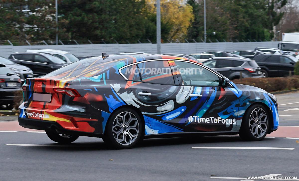 Новый седан Ford Focus рассекречен во время тестов
