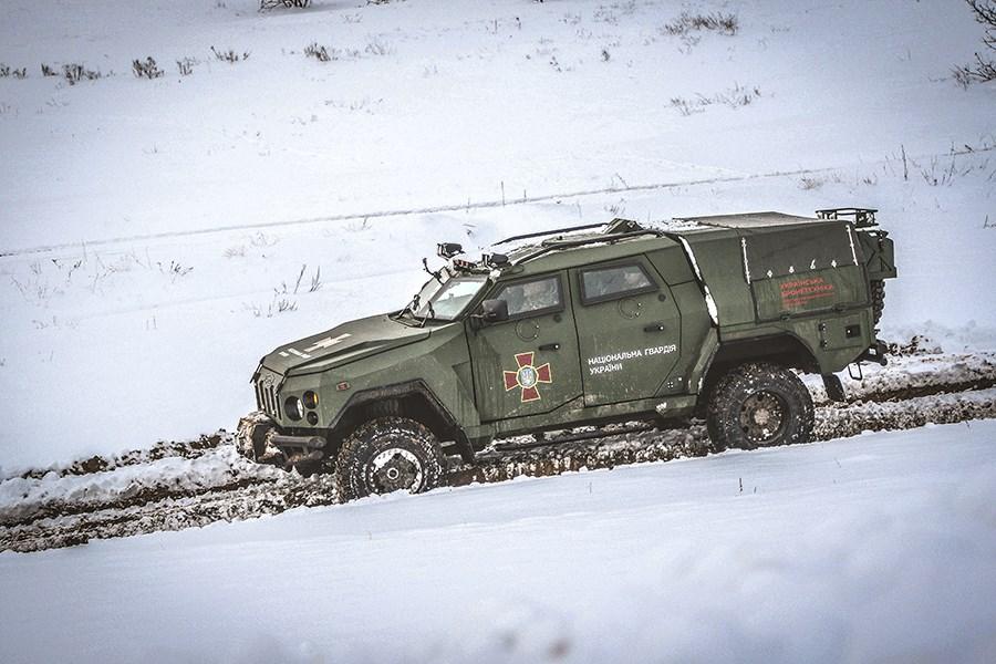 Украинский бронеавтомобиль «Варта-Новатор» испытали на бездорожье