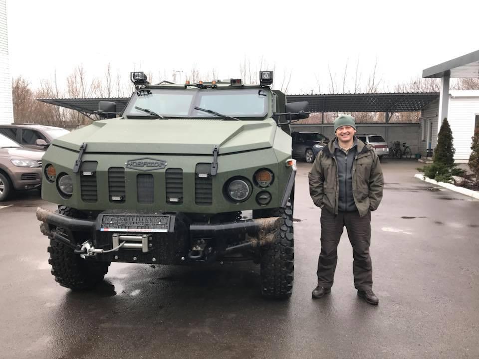 Крепка броня: украинские конструкторы презентовали бронированный автомобиль-внедорожник для Нацгвардии