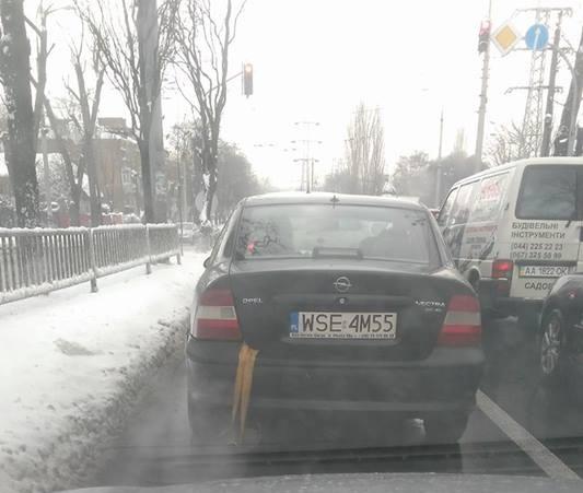 Необычный Opel на еврономерах вызвал резонанс в Сети