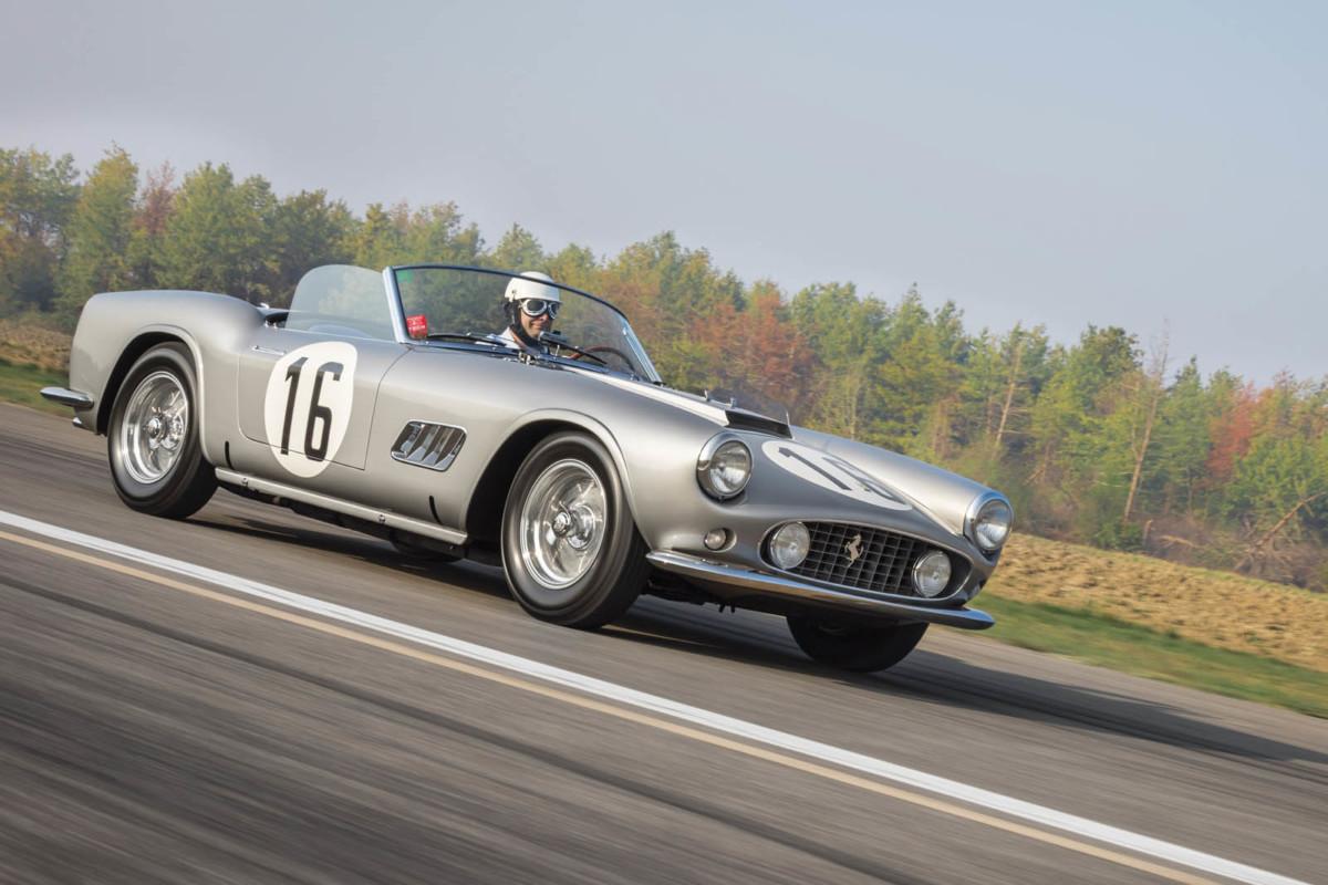 Старый кабриолет Ferrari продали по цене десяти гиперкаров