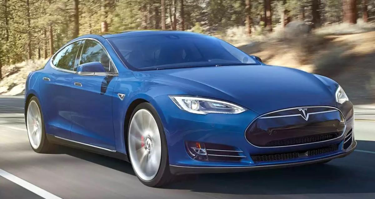 Tesla Model S заднемоторное авто