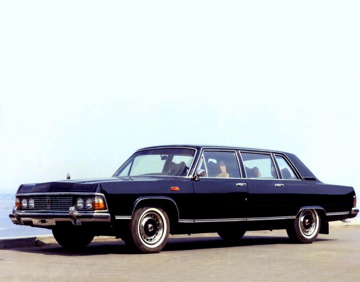 Кабмин распродает редкие правительственные Чайки и Mercedes