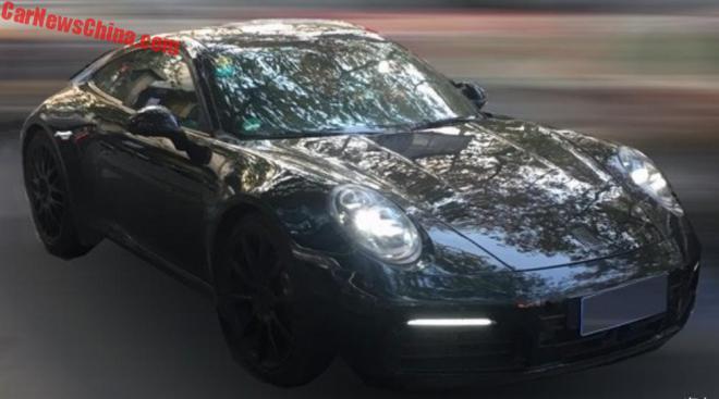 Первые фото нового Porsche 911 2019