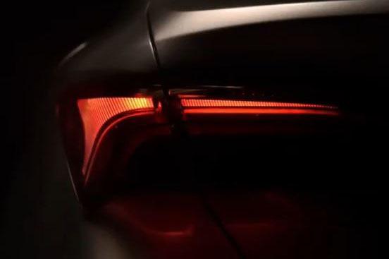 Тоёта показала задние фонари нового седана Avalon натизере